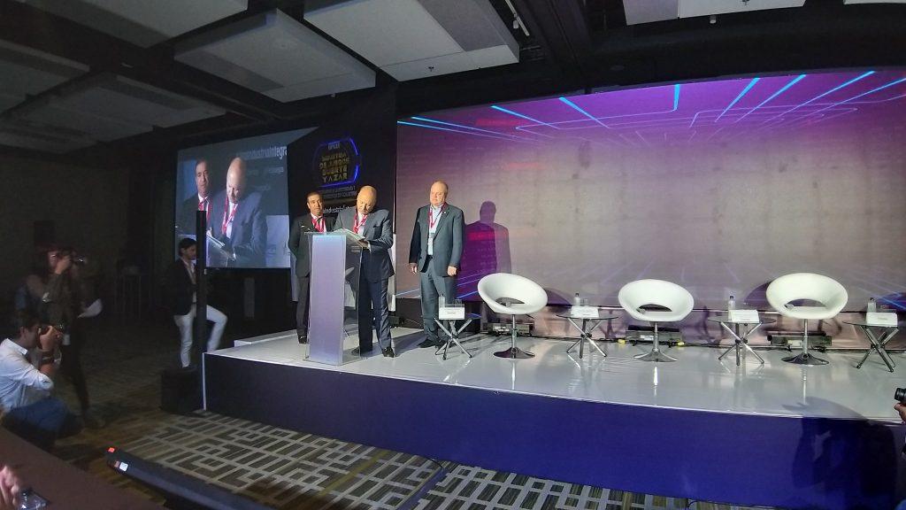 foto firma convenio Colombia
