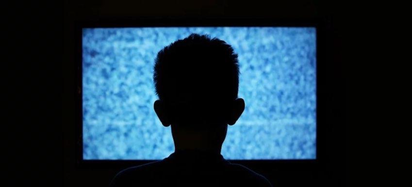 foto niño TV